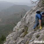 Trepando por la ladera sur de Saganta